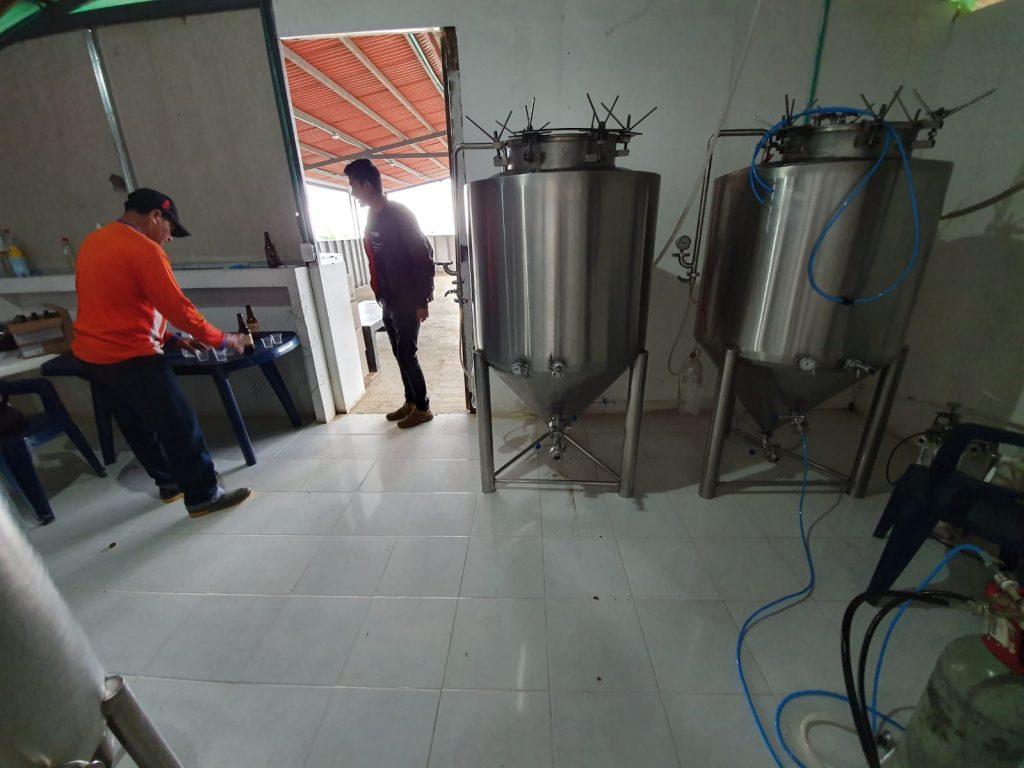 Pequeña fábrica de 'La Roja' en Icononzco. Nino Cervera