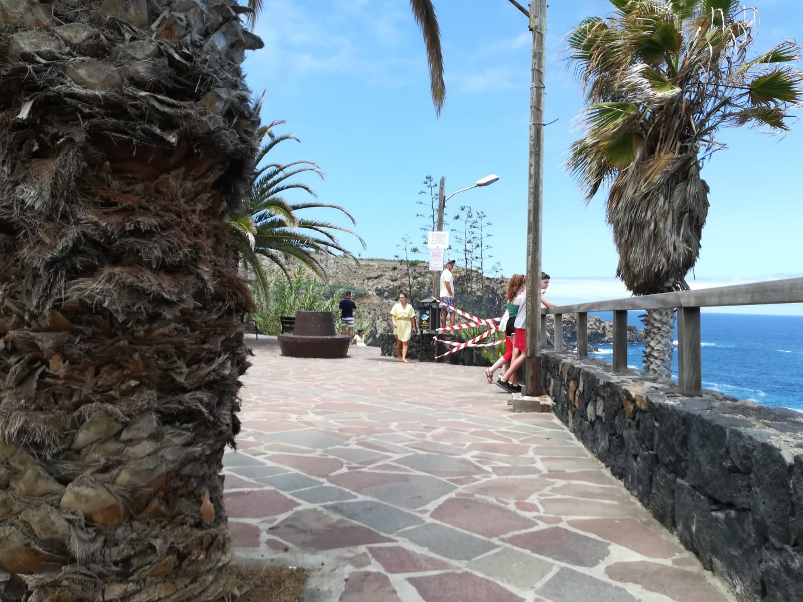 Fuerte oleaje en el Charco de La Laja, en San Juan de la Rambla.   DA