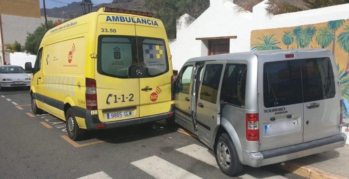 Pierde los frenos y choca contra una ambulancia del SUC
