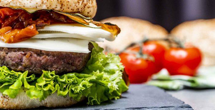 Receta de hamburguesa ecológica con chutney y calabacín