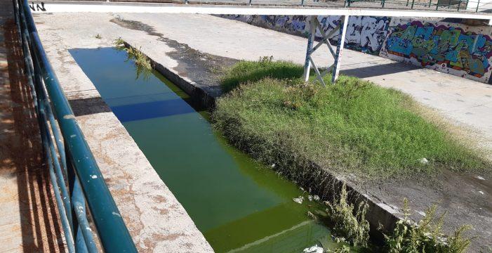Zafarrancho de limpieza para combatir aguas fecales en el barranco de Troya