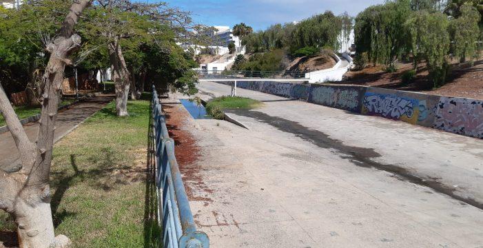 Un foco de aguas fecales provoca la critica de tres hoteles en Playa de Las Américas