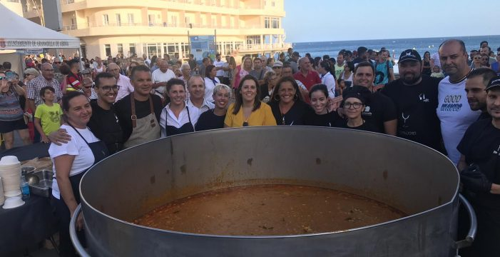 Guiso marinero para 3.000 personas en El Médano