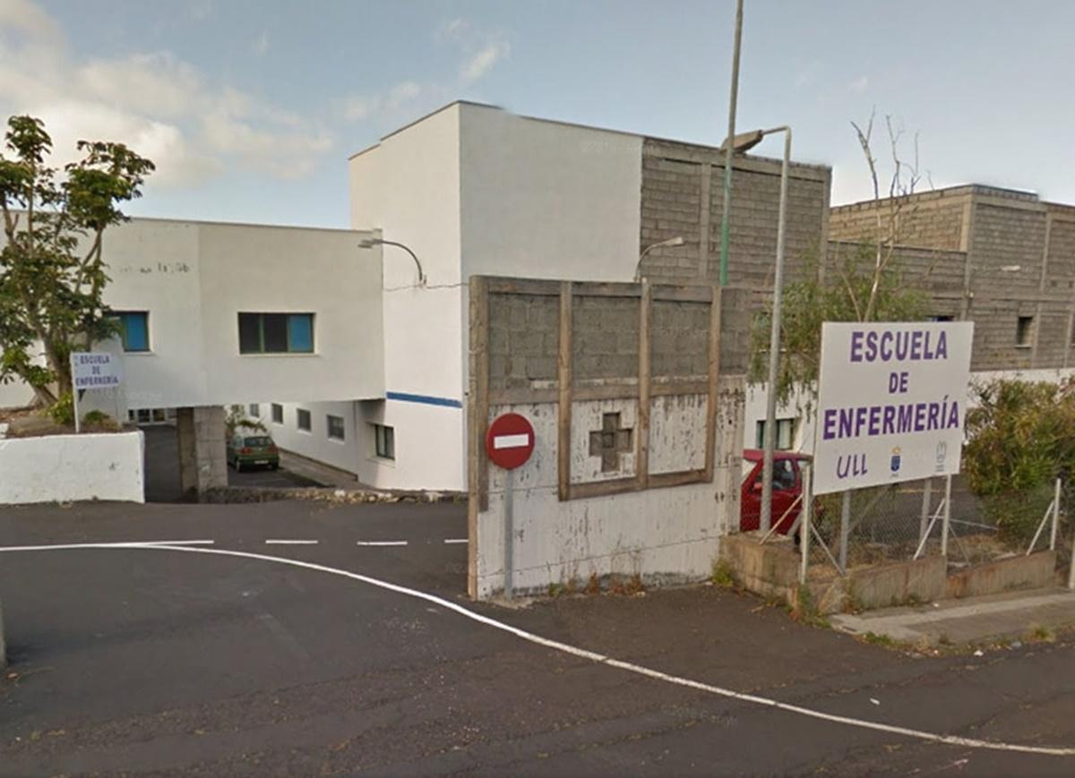 Imagen de la entrada al antiguo hospital de Las Nieves. DA