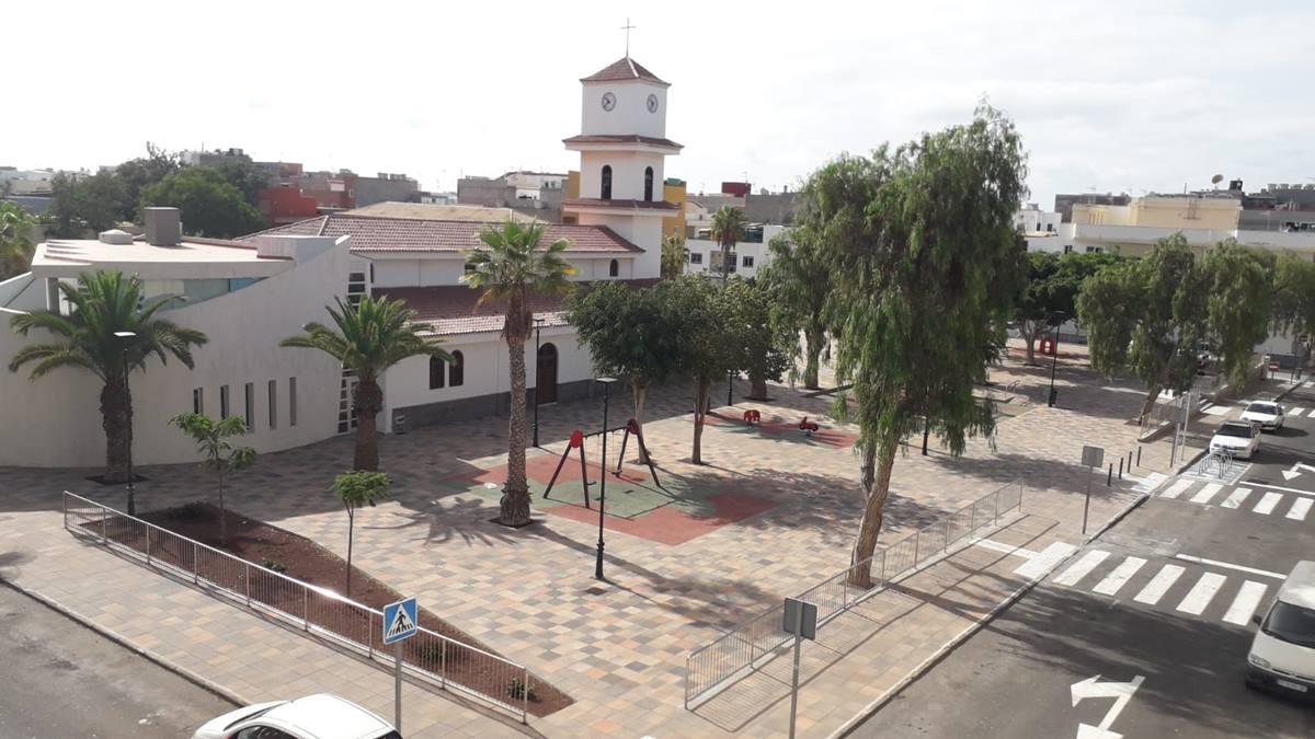 Plaza de la iglesia en El Fraile (Arona), ya abierta al uso público. DA