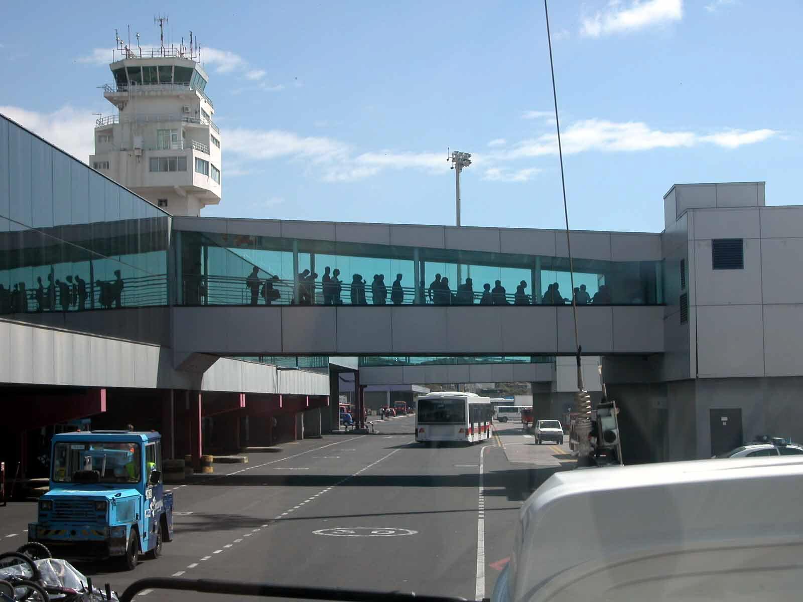El aeropuerto de Tenerife Sur ocupa el octavo lugar de la red de AENA por tráfico de pasajeros. DA