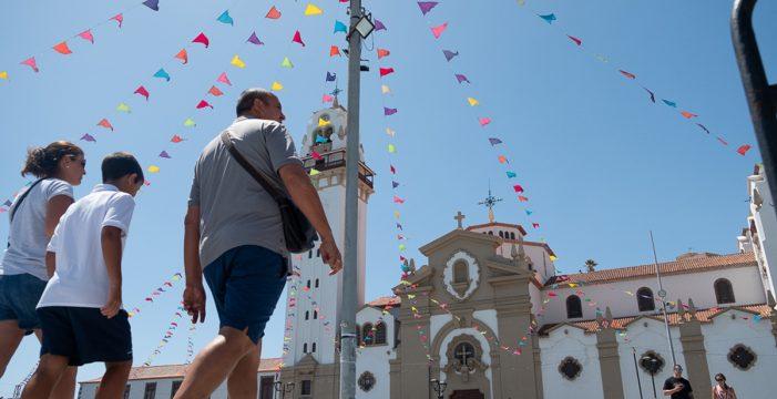 """La """"gran aldea"""" se prepara para la marea de peregrinos"""