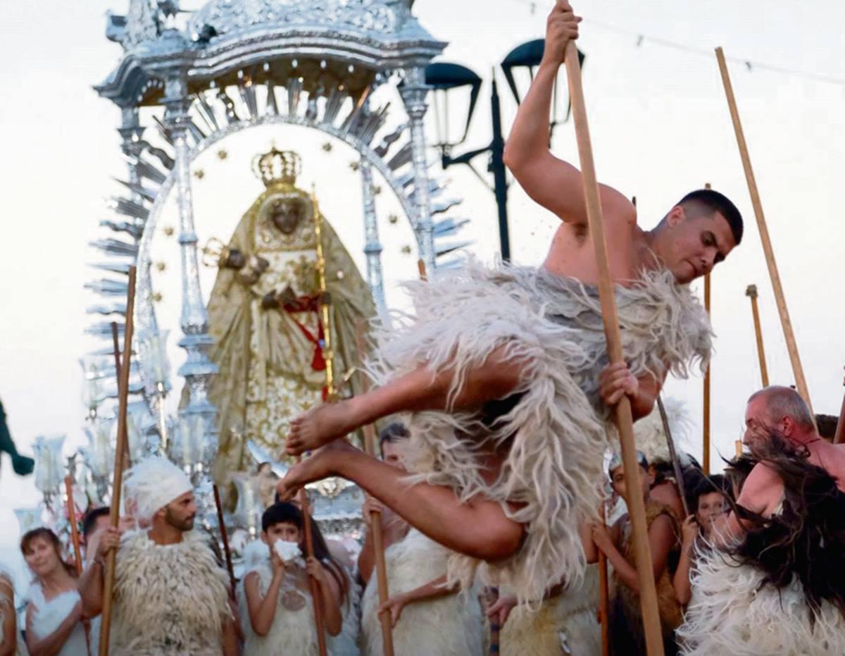 La ceremonia de los guanches, como se la conoce, congregó a miles de personas, que siguieron atentamente el desarrollo de la representación del hallazgo de la Virgen de Candelaria. Fran Pallero