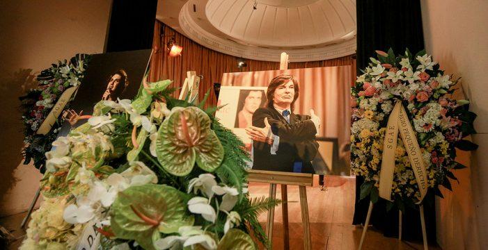 Miles de personas despiden a Camilo Sesto recordando su éxito internacional