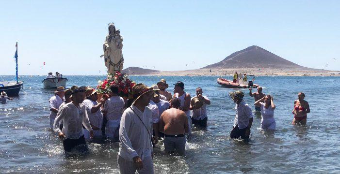 El Médano convierte en tradición su romería barquera