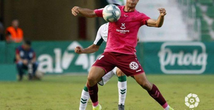 El Tenerife saca un merecido punto en su visita al Martínez Valero (1-1)