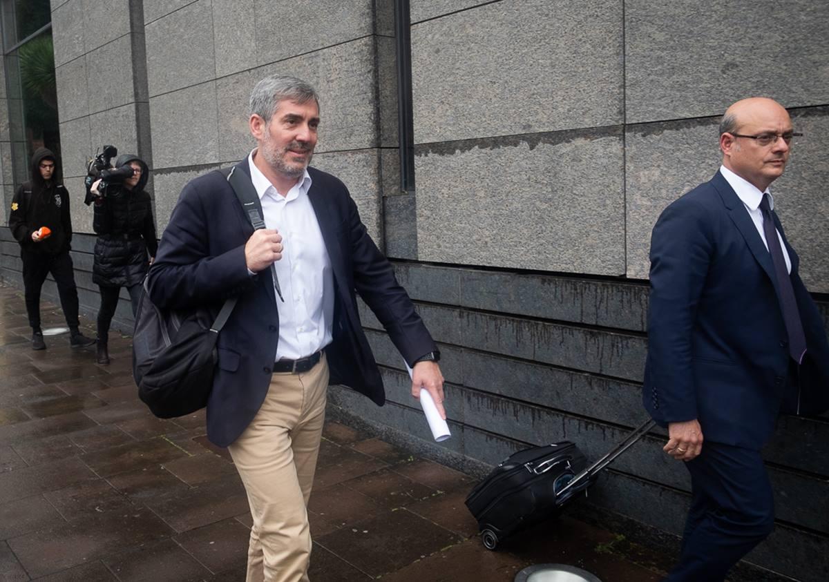 El expresidente de Canarias y hoy senador, Fernando Clavijo, tras declarar como imputado en el caso Grúas. Fran Pallero