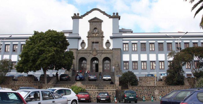 Proponen el uso público del jardín del edificio central de la Universidad