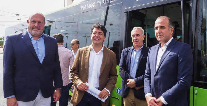 El Cabildo potencia el transporte colectivo con 30 guaguas nuevas