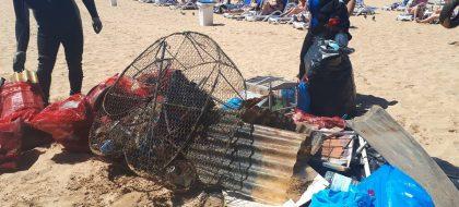 La asociación Promemar limpia el fondo marino de Las Teresitas