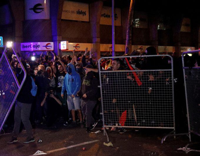 Se reactivan los altercados cerca de la Delegación del Gobierno en Barcelona