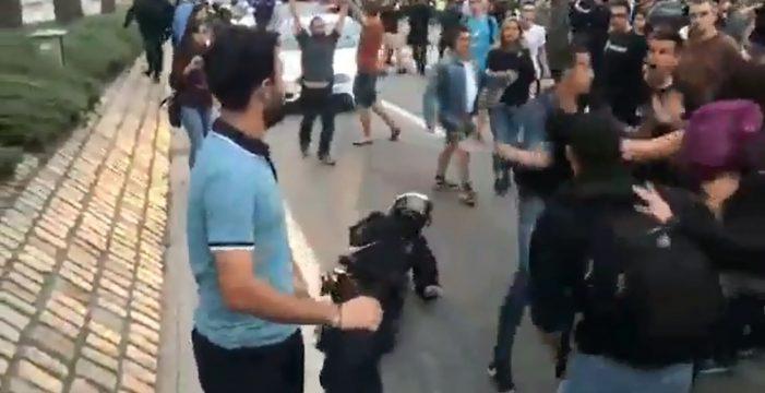 Salva in extremis a una mosso de ser linchada por un grupo de independentistas