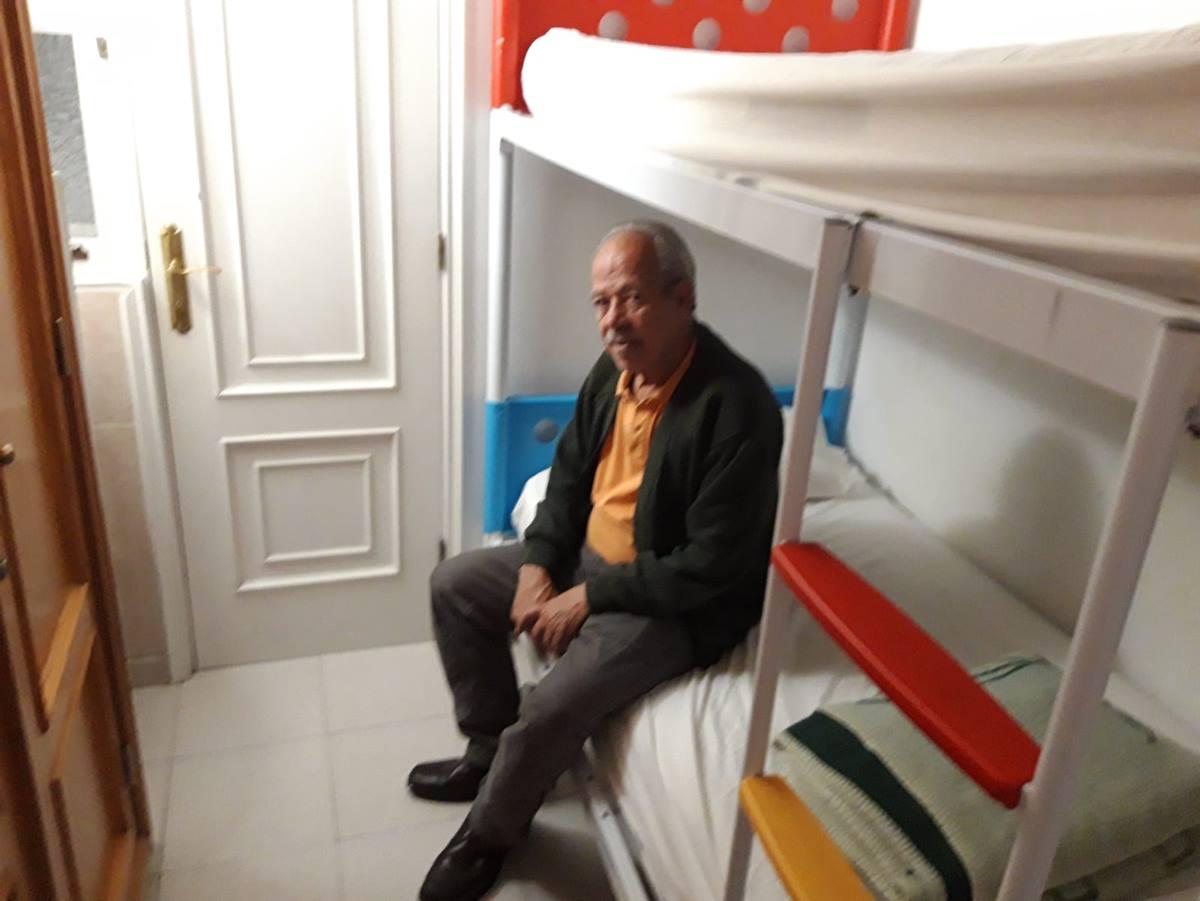 Manuel de los Reyes Cantinflas, se trasladó ayer a una pensión en Santa Cruz donde pasará los próximos días a la espera de poder mudarse a un piso de alquiler social en Añaza. R. L.