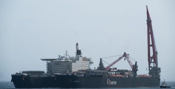 El mayor barco del mundo atracado en un puerto tinerfeño