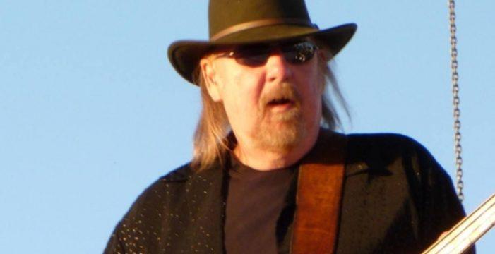 Muere la estrella del rock Larry Junstrom, miembro fundador de Lynyrd Skynyrd y bajista de .38 Special