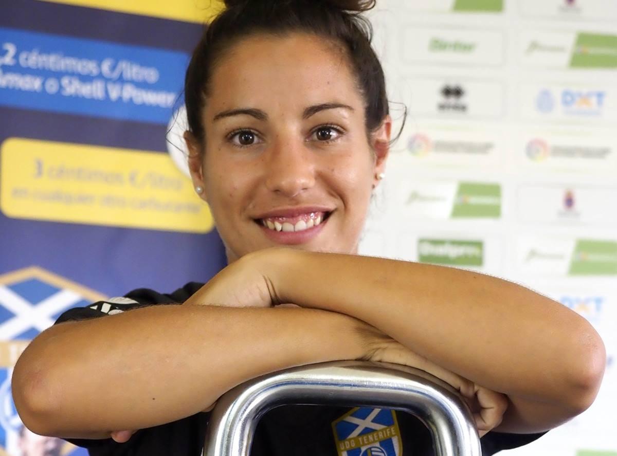Permaneció como futbolista dos temporadas en el club sureño, y una vez que colgó las botas Laura pasó al cuerpo técnico como preparadora física y readaptadora de lesiones