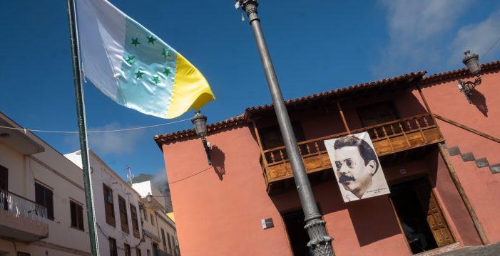 Repaso a la identidad canaria en homenaje a Secundino Delgado