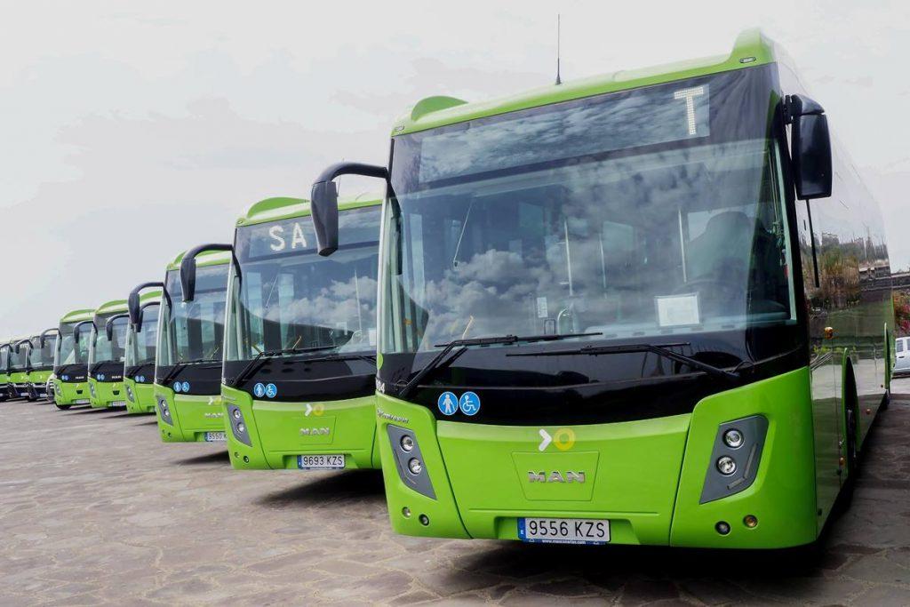 Las nuevas guaguas irán llegando a lo largo de los próximos meses para incorporarse al servicio urbano. S. M.