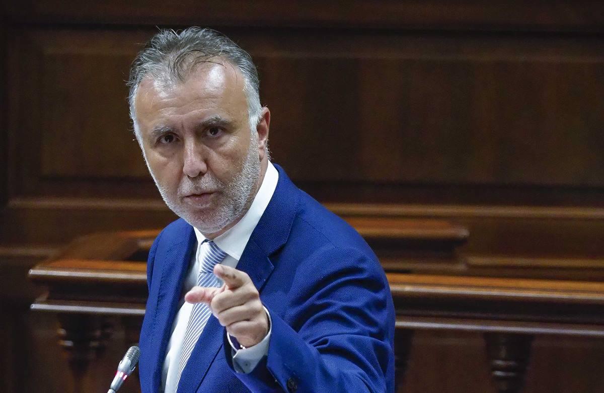Ángel Víctor Torres, en la sesión parlamentaria de control. Sergio Méndez