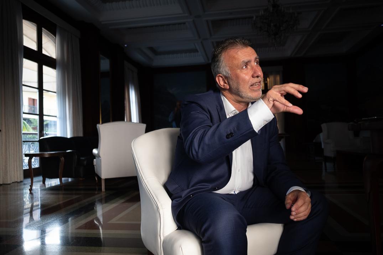 El presidente del Gobierno de Canarias, Ángel Víctor Torres, durante una entrevista con DIARIO DE AVISOS. Fran Pallero