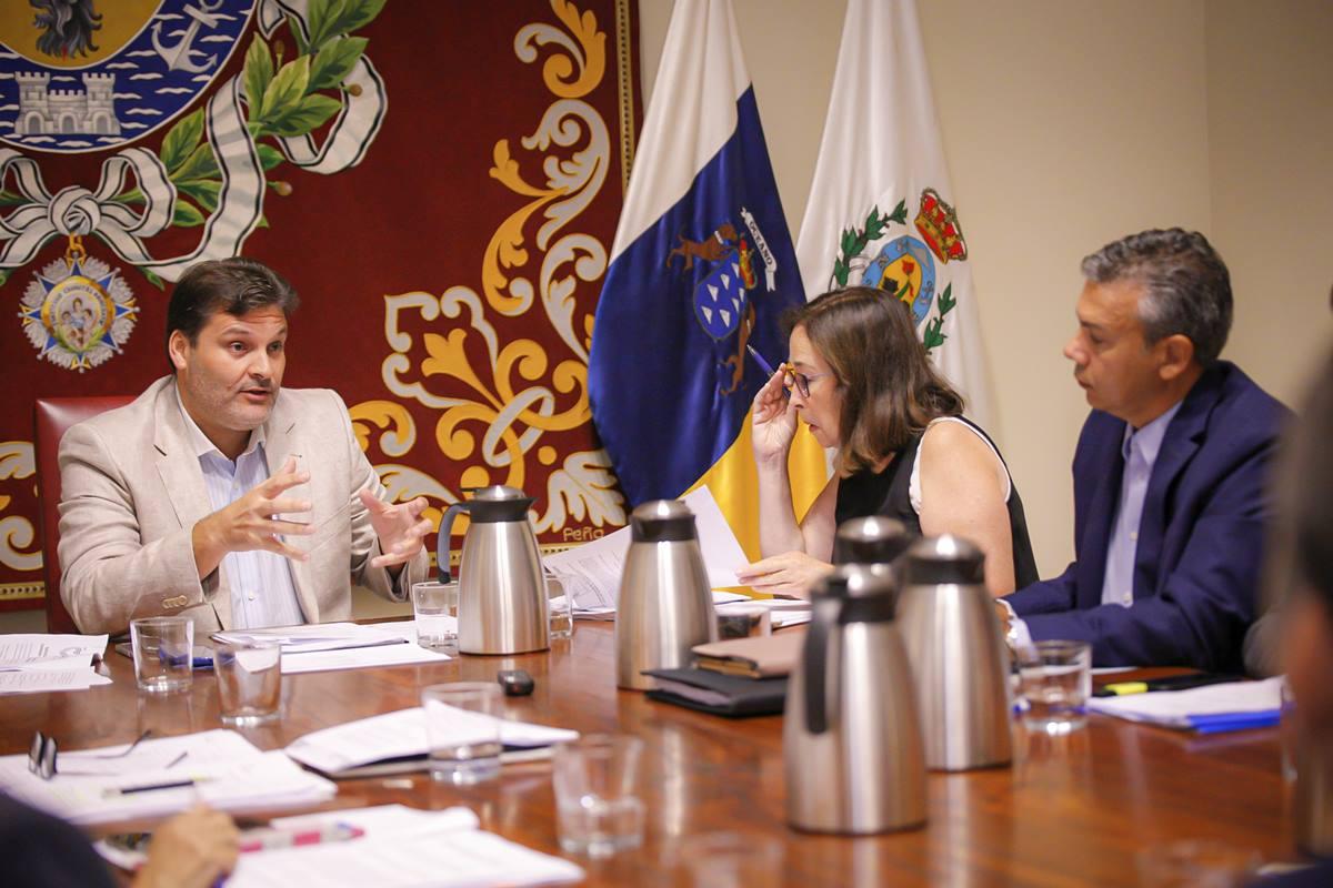 José Ángel Martín, concejal de Servicios Públicos, presidió ayer la comisión de control municipal. DA