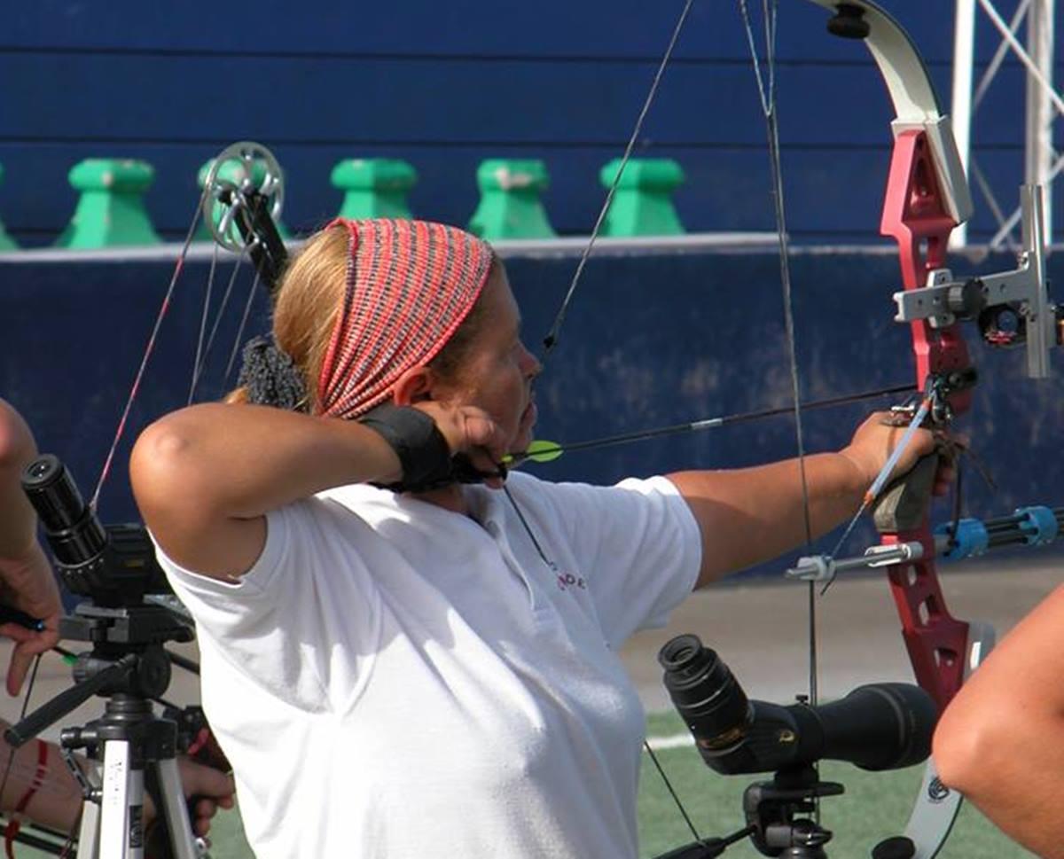 Pilar Luque con su arco y flecha. DA