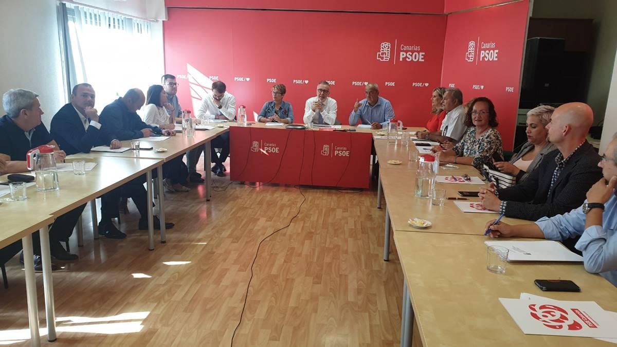 Los socialistas tienen mayoría suficiente en las corporaciones locales como para frenar las iniciativas de bloqueo de CC y PP. DA