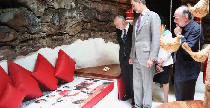 El rey Felipe se encuentra en Taro  de Tahíche con César Manrique