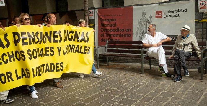 Más de 200 personas reivindican unas pensiones dignas en Santa Cruz de Tenerife