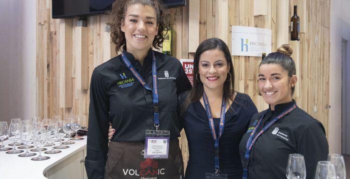Sal y pimienta: dos estudiantes de Hecansa en la World Travel Market