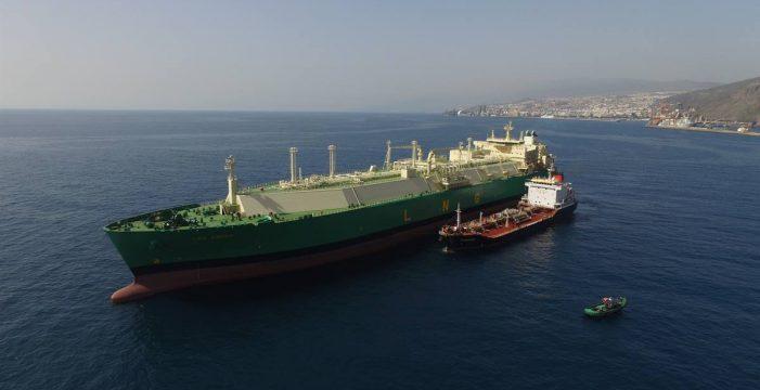 El puerto inicia un proyecto piloto con gas natural