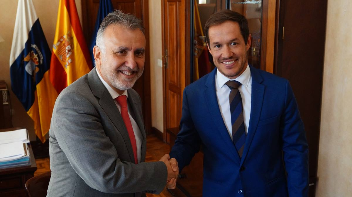 El presidente canario, Ángel Víctor Torres, junto al presidente del cabildo palmero, Mariano H. Zapata. D.T.