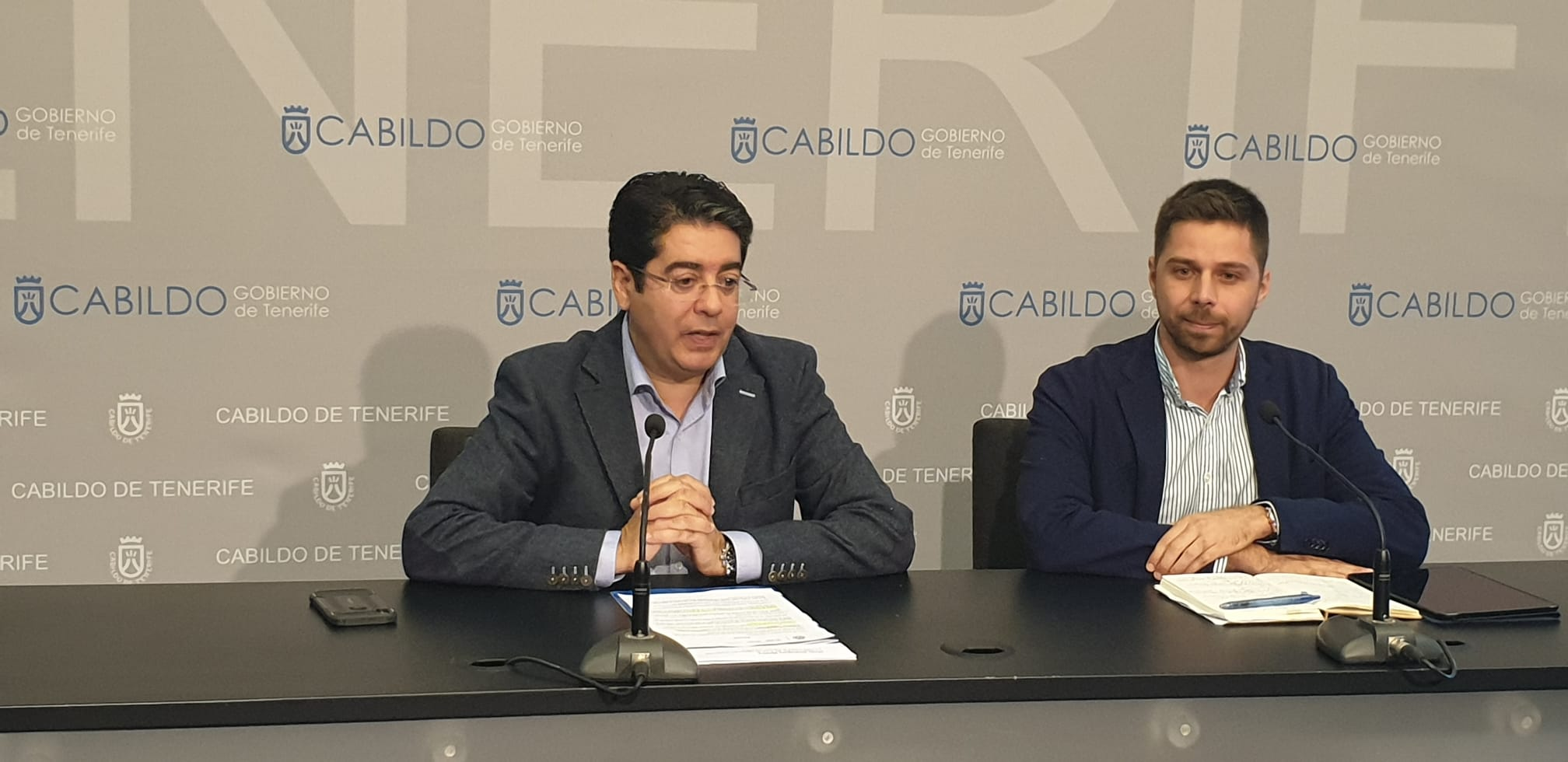 El presidente de la Corporación insular, Pedro Martín, y el consejero de Lucha contra el Cambio Climático, Javier Rodríguez. DA