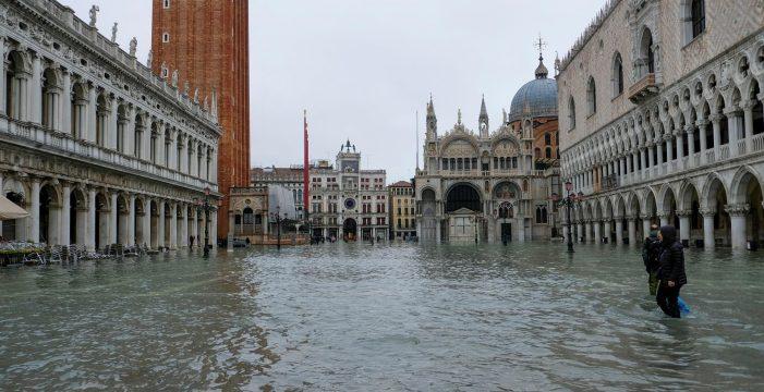 """Venecia, inundada por un 'acqua alta' récord: """"Es una devastación apocalíptica"""""""