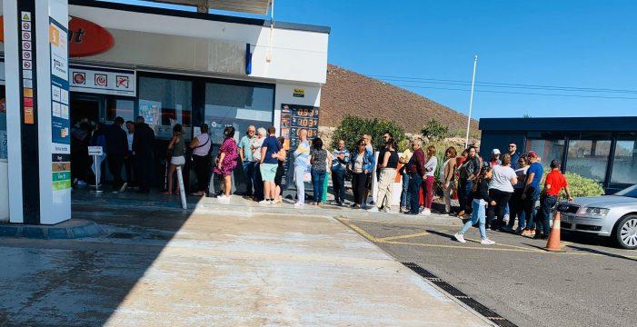 Locura en La Chasnera por la Lotería de Navidad: ya no quedan décimos de estos números