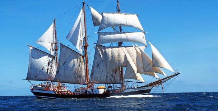 El barco escuela alemán Thor Heyerdahl llega a Tenerife