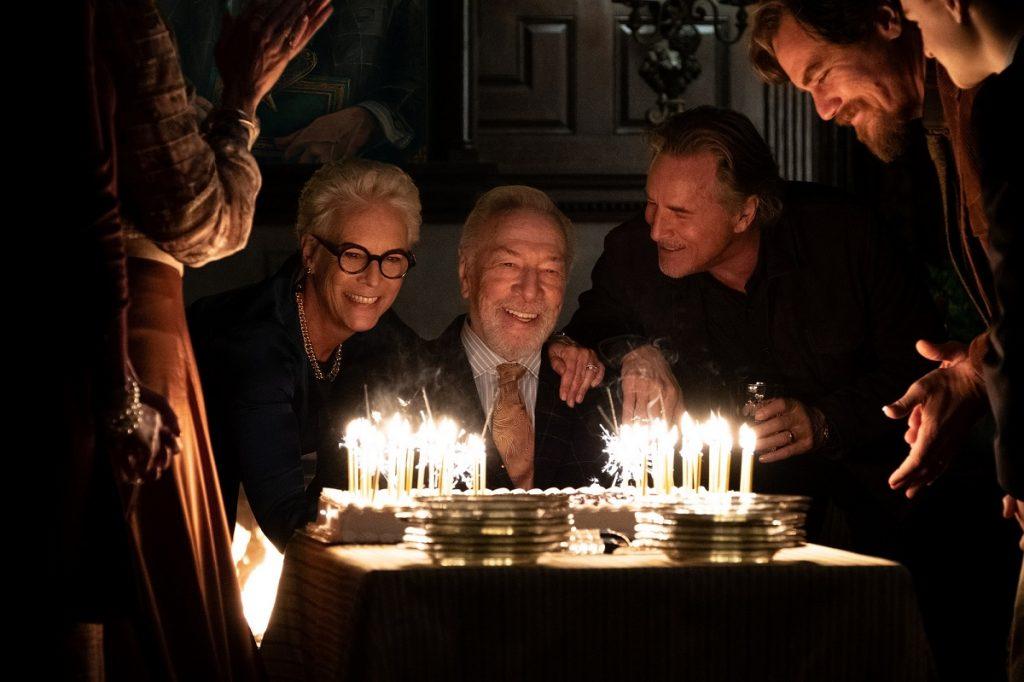 Jamie Lee Curtis, Christopher Plummer, Don Johnson y Michael Shannon forman parte del elenco coral de 'Puñales por la espalda'.