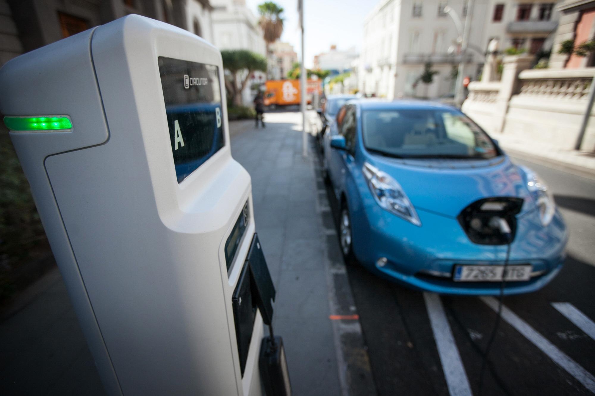 Santa Cruz facilitará la recarga de coches eléctricos con el alumbrado - Diario de Avisos