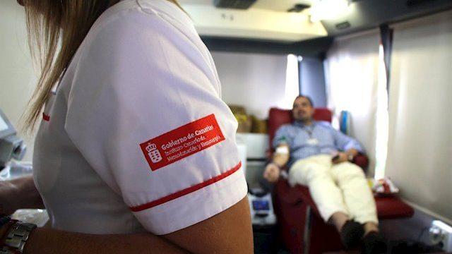 Donar sangre tres o cuatro veces al año garantizaría toda la actividad sanitaria en las Islas
