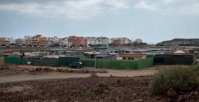 Trabajadores del Sur, obligados a construir infraviviendas para tener un techo