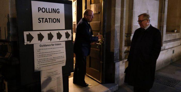 Comienza en Reino Unido una cita electoral clave para el futuro del Brexit