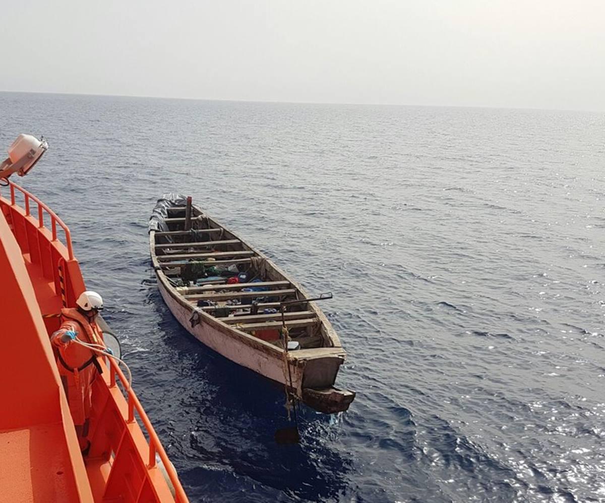 Ayer, los ocupantes de otras dos pateras fueron rescatados por la Salvamar al sur de Gran Canaria; en las embarcaciones viajaban varones, mujeres, cinco menores y dos bebés.