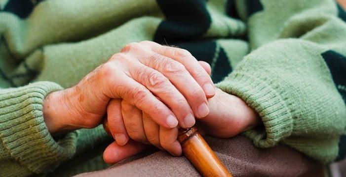 Santa Cruz contacta con cerca de mil mayores que viven solos para supervisar su estado