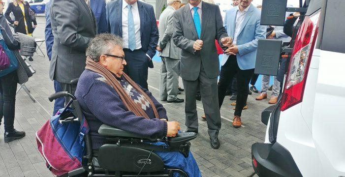 Ford facilita la prueba de coches adaptados a personas con discapacidad en Tenerife