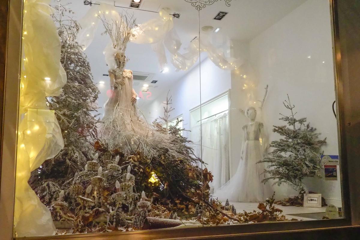 Marco & María presentaron ayer su tradicional escaparate navideño.   FOTO: Sergio Méndez